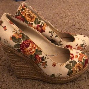 Floral wedges size 9